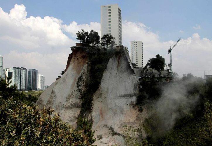 Los deslaves en Santa Fe hasta ahora no han dejado víctimas mortales, pero hay que contener la erosión antes de que sea demasiado tarde, sostiene el urbanista y arquitecto  Enrique Martín-Moreno. (Notimex)
