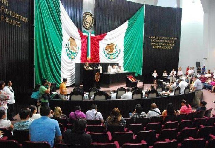 Representantes de los partidos Acción Nacional (PAN) y Revolución Democrática (PRD) se manifestaron en contra de la decisión. (Redacción/SIPSE)