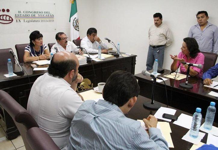 Diputados en la revisión de los análisis que hizo la Auditoría Superior del Estado de Yucatán. (SIPSE)