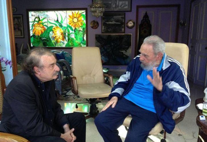 El portal oficialista Cubadebate publicó una foto del encuentro de Castro con el periodista. (Agencias)