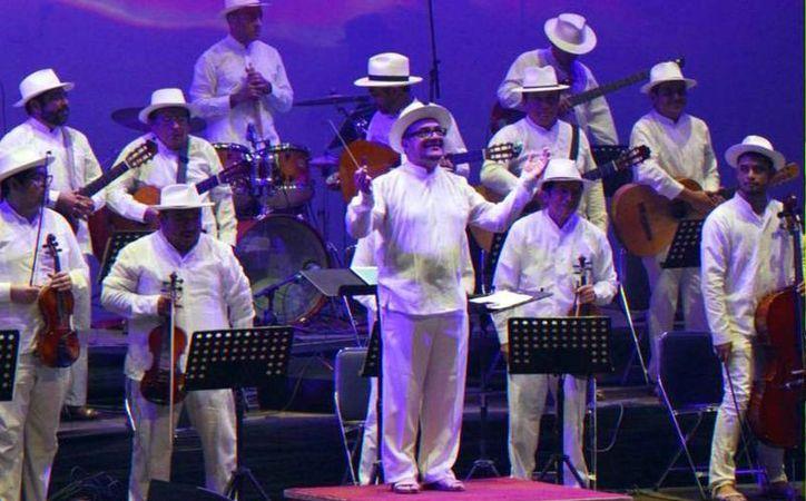 El destacado músico yucateco comentó que se siente feliz de dirigir por primera vez un concierto completo de la cantante.(Milenio Novedades)