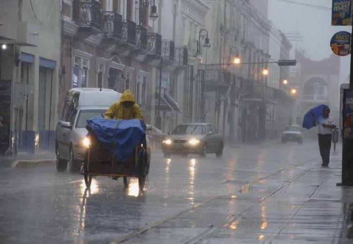 La lluvia comenzó alrededor de las 16:00 horas y se prolongó hasta casi entrada la noche. (Juan Albornoz/SIPSE)