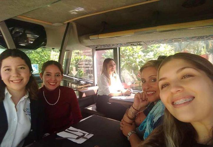 El Gastrobús opera con la ayuda de guías certificados de Yucatán para ofrecer al turista un servicio de calidad. (Novedades Yucatán)