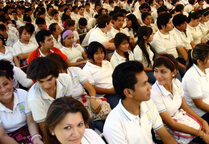 Alumnos que saldrán de la secundaria en los próximos días se encuentran listos para el examen de admisión en las preparatorias del estado. (Milenio Novedades)