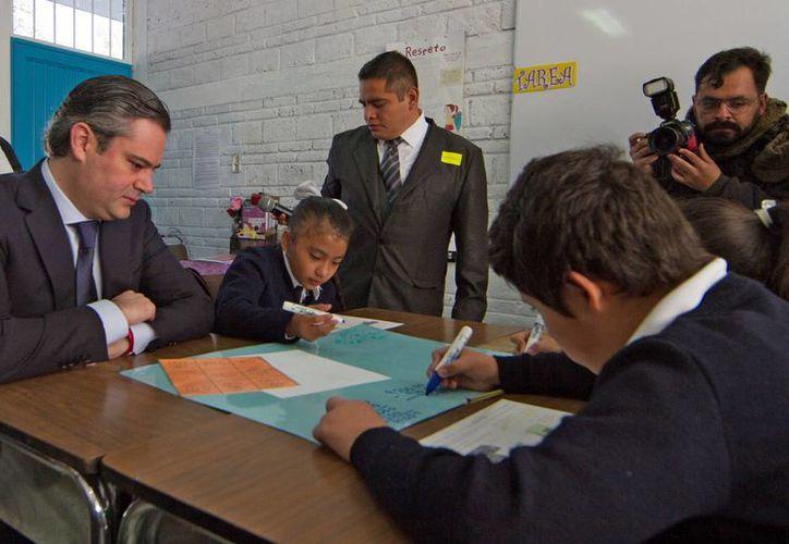 Aurelio Nuño, titular de la SEP, dijo que ningún maestro perderá su trabajo aunque haya obtenido malos resultados en la evaluación docente. (Archivo/Notimex)