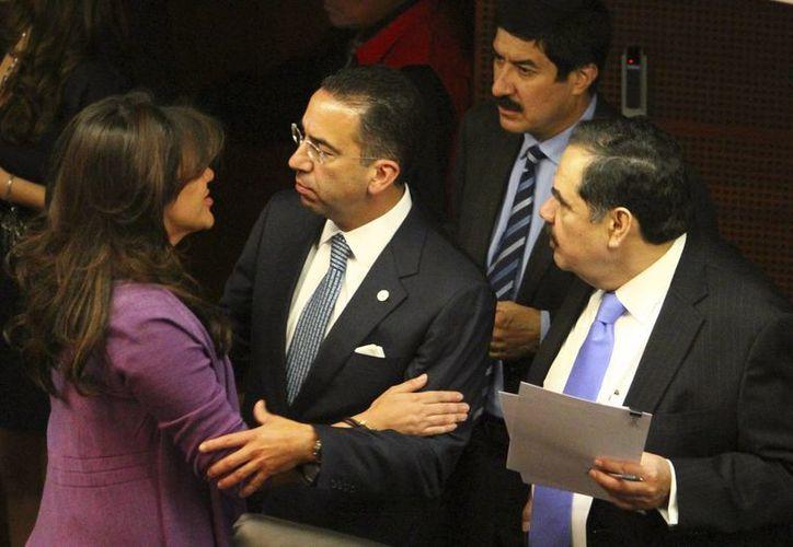 La senadora Mónica Arriola Gordillo y los legisladores Javier Lozano y Héctor Larios. (Notimex)