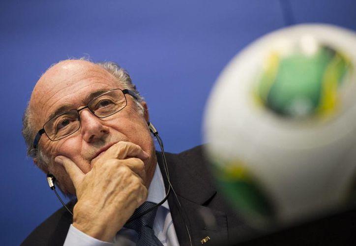 Joseph Blatter no ha descartado aspirar a un quinto período al frente de la FIFA, cuando tendría 79 años. (Agencias)