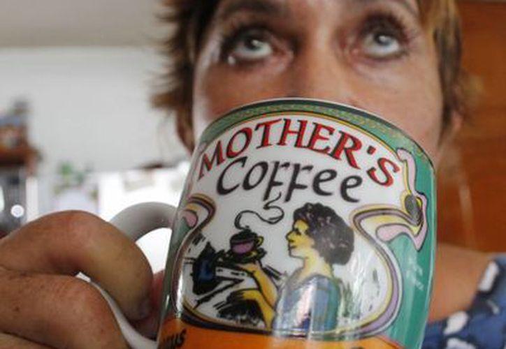 Advierten que el tomar café en exceso puede tener un mayor impacto negativo en las mujeres. (Jesús Tijerina/SIPSE)