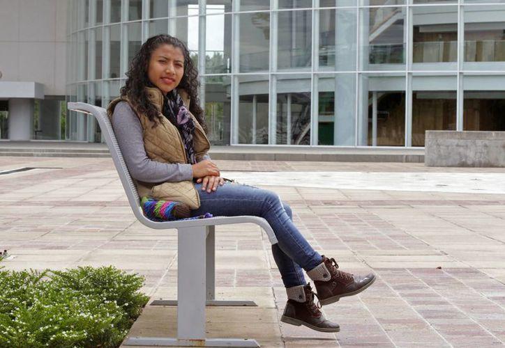Patricia Méndez, quien es acusada de provocarse un aborto, posa para un retrato en León. (AP/Mario Armas)