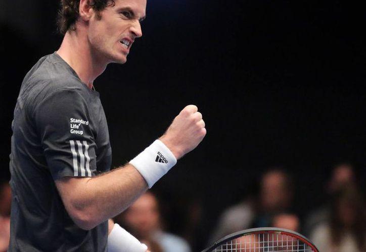 El tenista británico Andy Murray celebra ganar un punto durante el partido contra el español David Ferrer, que ganó el primero para llevarse el trofeo de la ATP en Viena. (Foto: AP)