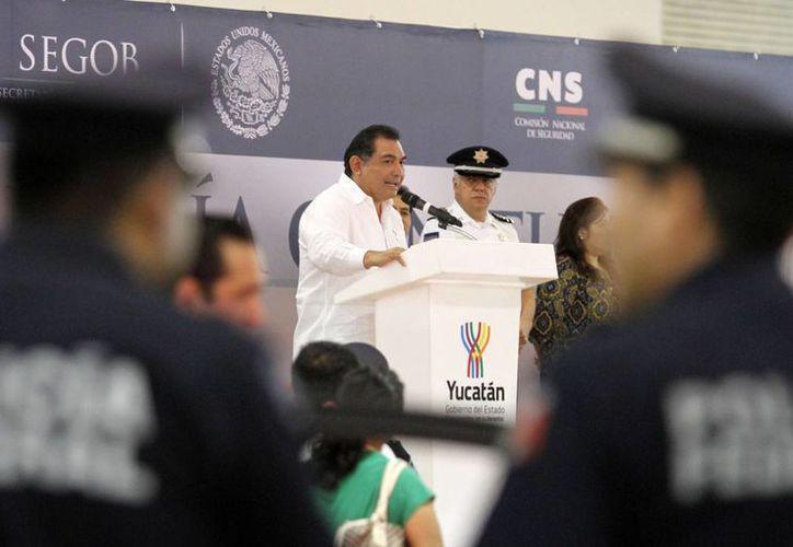 El secretario general de Gobierno, Víctor Caballero Durán inauguró la muestra que la Policía Federal instaló en el Siglo XXI. (Cortesía)