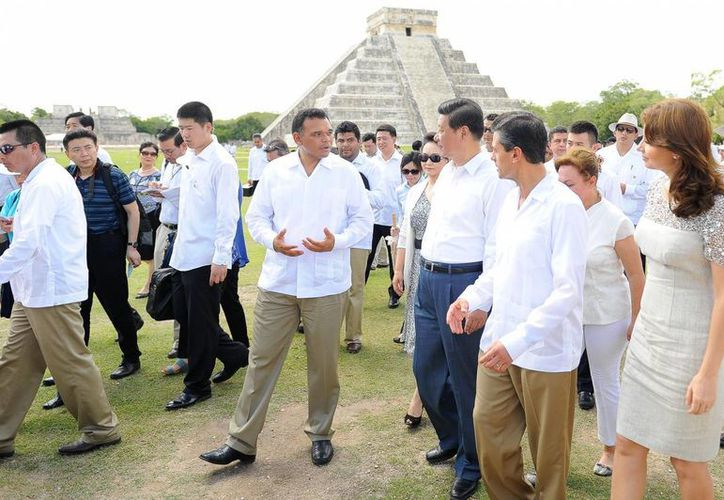 Antes de partir a Estados Unidos, el presidente chino visitó la zona arqueológica de Chichén Itzá. (Cortesía)