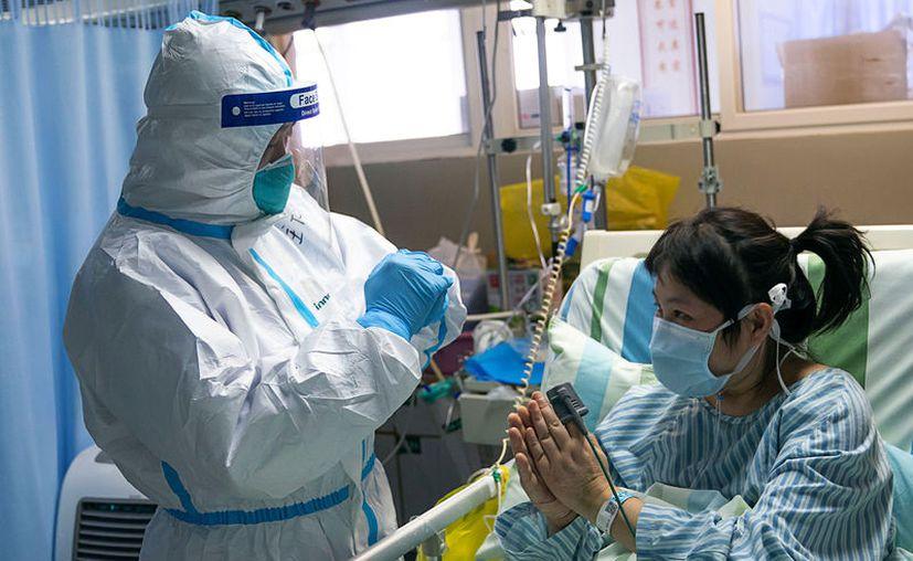 Un médico que atendía a enfermos de coronavirus se contagió y falleció hace unas horas. (Foto: Xinhua/Notimex).