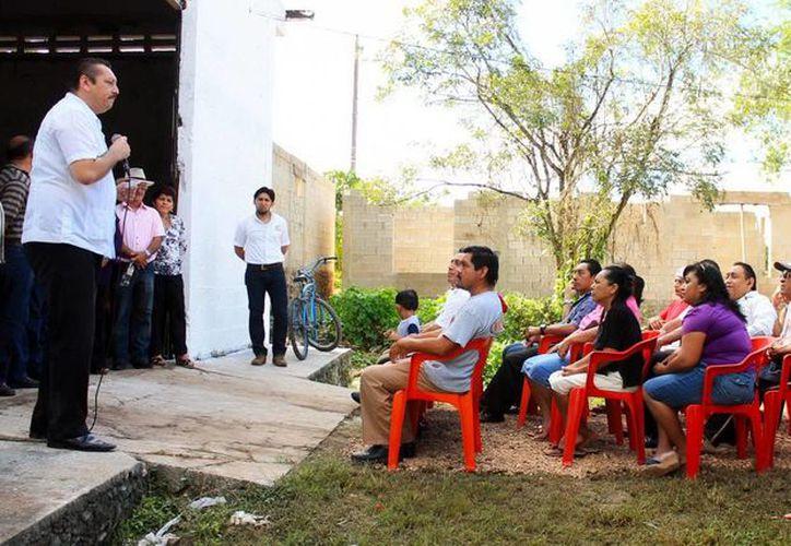 La entrega de material estuvo a cargo del alcalde de Valladolid, Roger Alcocer García. (Milenio Novedades)