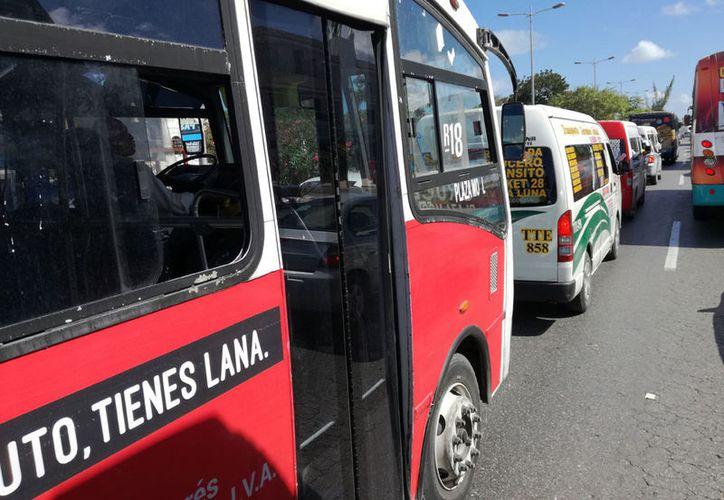 Algunas de las rutas actuales ya son obsoletas, y otras no tienen autobuses suficientes para cubrir la demanda. (Ivett Ycos/SIPSE)