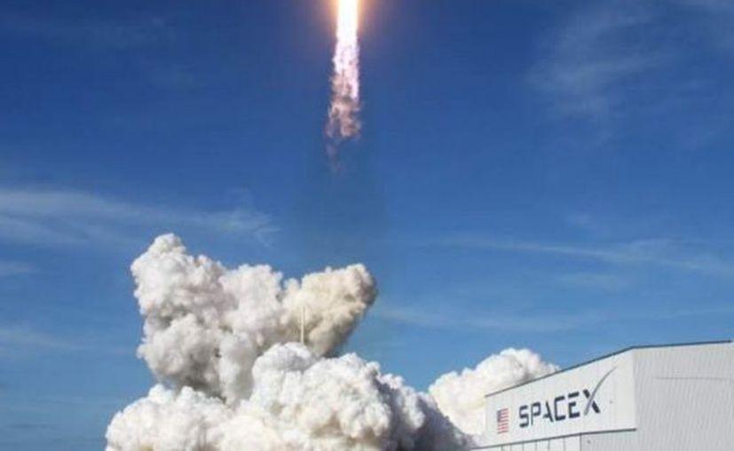 Este cohete tiene otra misión además de llevar las cenizas, cumple con un encargo comercial dirigido por Elon Musk. (Foto: Reuters)