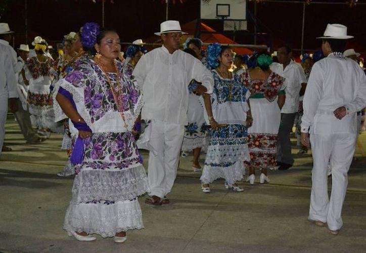 Yucatecos podrán ganar hasta 25 mil pesos en el concurso de Jarana, llevado a cabo en Campeche. (SIPSE)