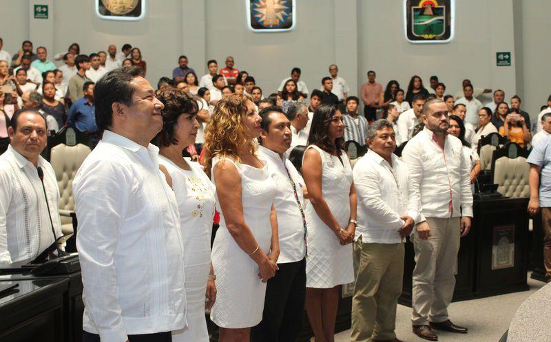 Los nuevos funcionarios tomaron protesta para formar parte de la XV Legislatura del Congreso. (Joel Zamora/SIPSE)