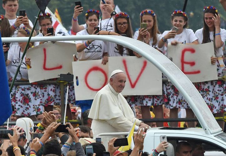 El Papa está en una visita de cinco días a Polonia que culminará con el Día Mundial de la Juventud en Domingo. (Foto AP / Alik Keplicz)