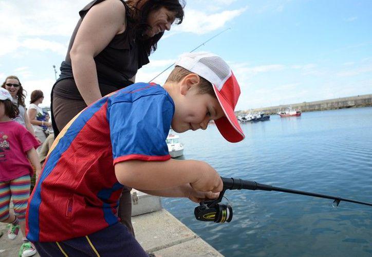 La finalidad es acercar a chicos y grandes a la pesca deportiva. (Ángel Villegas/SIPSE)