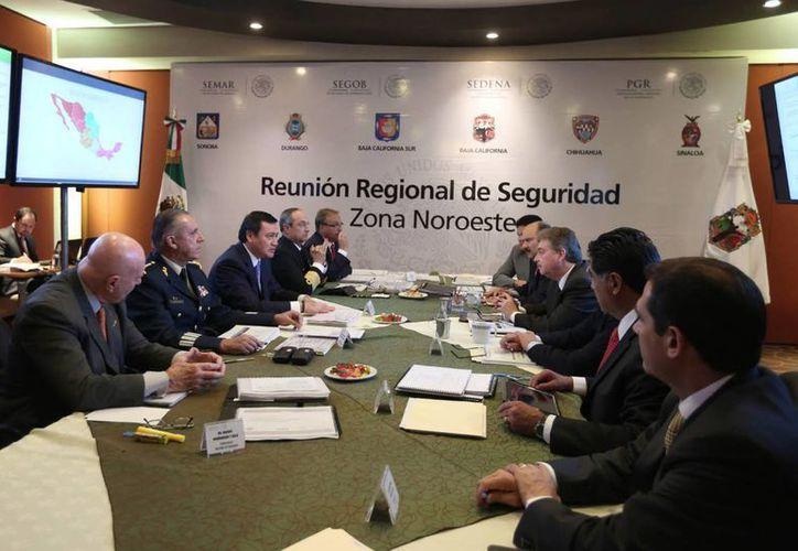 Ayer jueves, Osorio Chong encabezó la reunión de seguridad de la zona Noroeste. (Notimex)