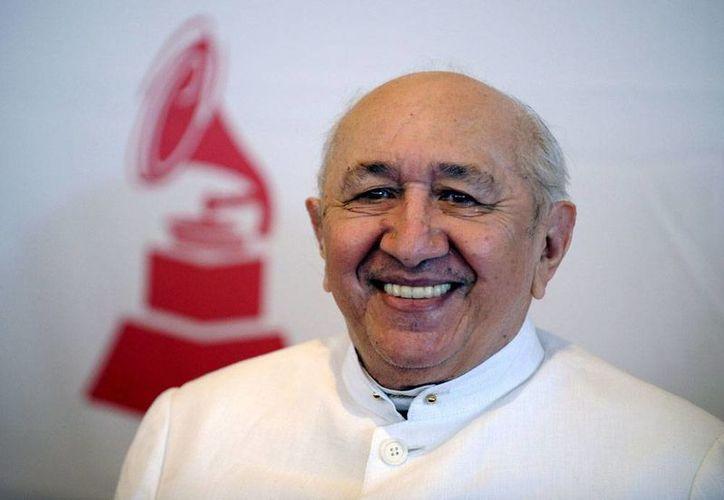 Hoy falleció el cantautor Simón Díaz, cuya canción más conocida, 'Caballo Viejo' es un clásico de la música latinoamericana. (Archivo/Efe)