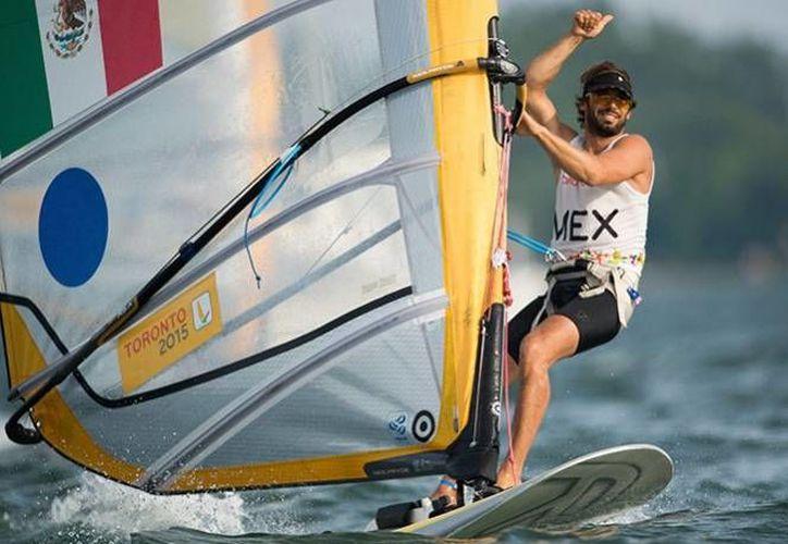 El experimentado velerista David Mier y Terán se adjunto el segundo pase olímpico para México, en la especialidad, este sábado en el Campeonato Mundial de Windsurf disputado en Mascate, Omán. (Archivo Mexsport)