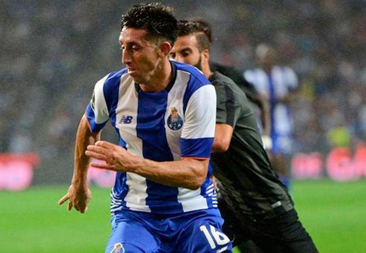 El mediocampista Héctor Herrera renovó contrato por 2 años con el club Porto de Portugal. (fcporto.pt)