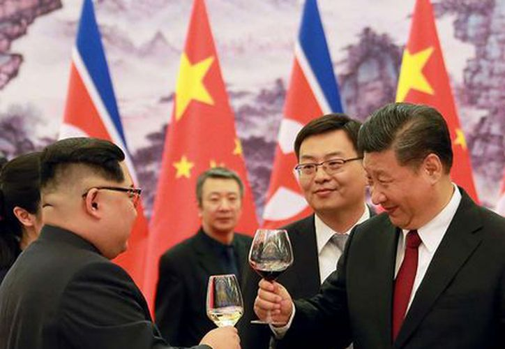 Destacaron efusivamente los estrechos lazos entre los líderes. (AP Y REUTERS)
