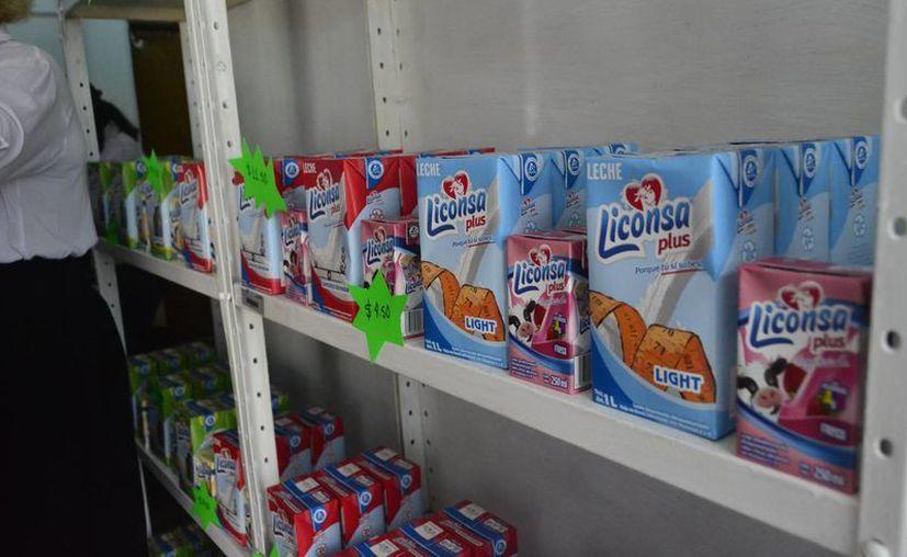 Señalan que nunca pagaron la leche que servía para los programas. (Jesús Tijerina/SIPSE)