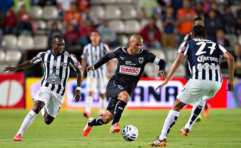 Rayados de Monterrey tratará de impedir este domingo que Pumas de la UNAM llegue a la liguilla 2014 de Liga MX. La foto es de archivo. (excelsior.com.mx)