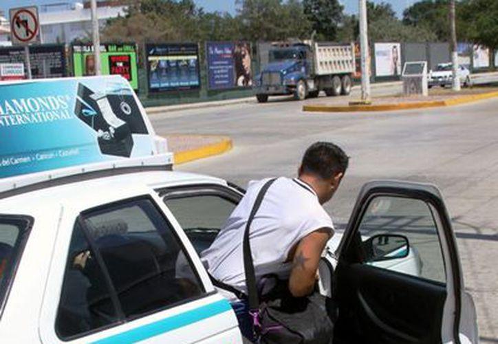 A partir de mediados de diciembre viajar en taxi en Playa del Carmen será más caro. (Daniel Pacheco/SIPSE)