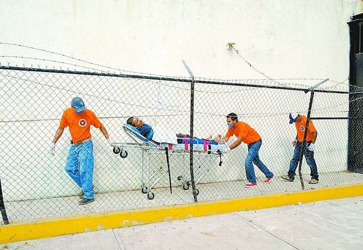 El primer lesionado fue llevado al Hospital General de José Azueta, con las debidas medidas de seguridad. (Milenio)