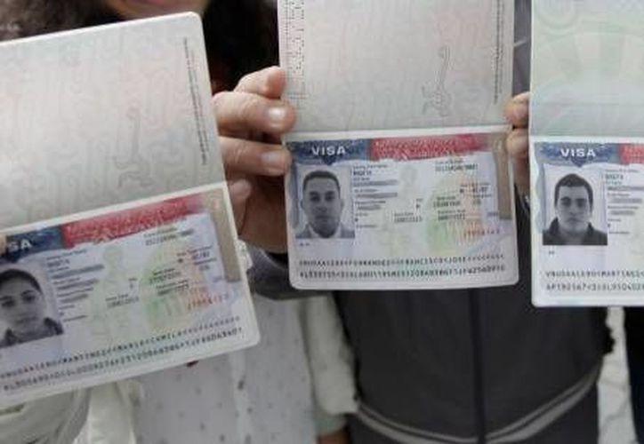 El solicitante de la visa no debe tener antecedentes de arresto o condena por un delito en los Estados Unidos. Imagen de contexto de visas aprobadas por el consulado. (Agencias/Archivo)