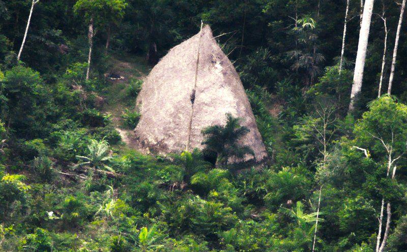 Dron capta una tribu aislada en la Amazonia brasileña
