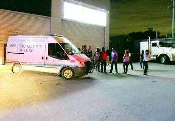 Al lugar arribó el Servicio Médico Forense para realizar el levantamiento del cuerpo. (Redacción/SIPSE)