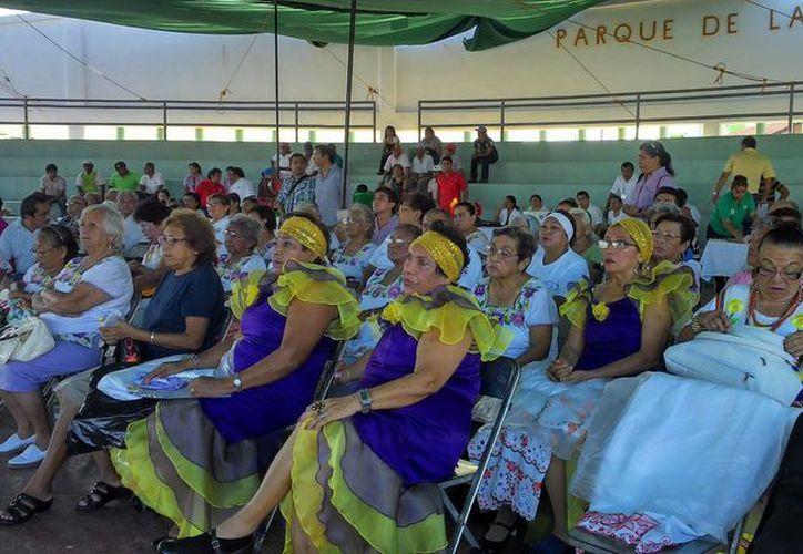 Adultos mayores de Progreso participaron en un vasto programa de actividades. (Alicia Carrasco/SIPSE)