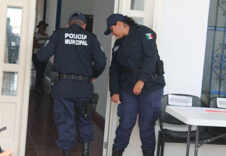 Los oficiales fueron acusados por tres jóvenes, quienes afirman fueron detenidos sin razón alguna, además de que, dicen, los golpearon salvajemente. (Redacción/SIPSE)