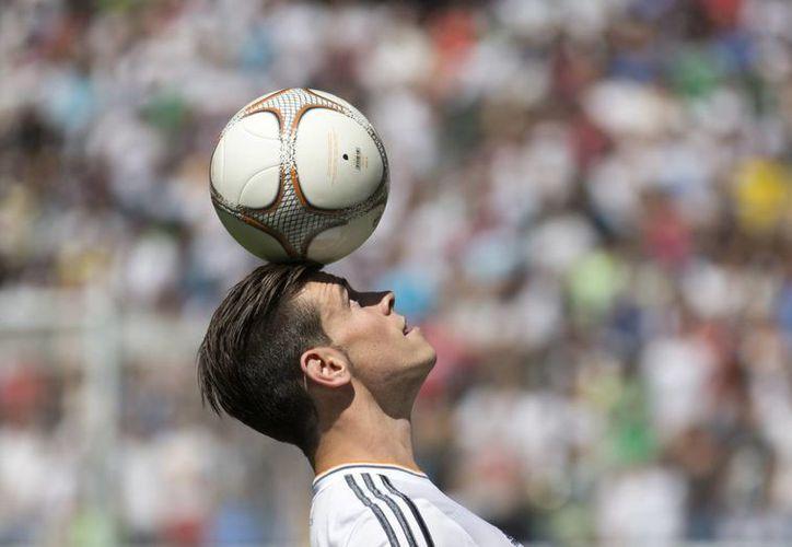 Ahora Bale tiene que demostrar que es mejor que Cristiano Ronaldo, señaló el presidente de la FIFA, Joseph Blatter. (Agencias)
