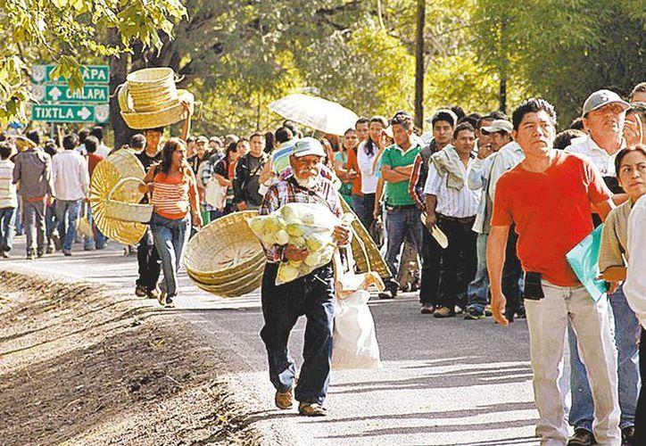 El miedo obligó a una decena de familias a tomar el camino a Huautla y dejarlo todo. (Milenio)