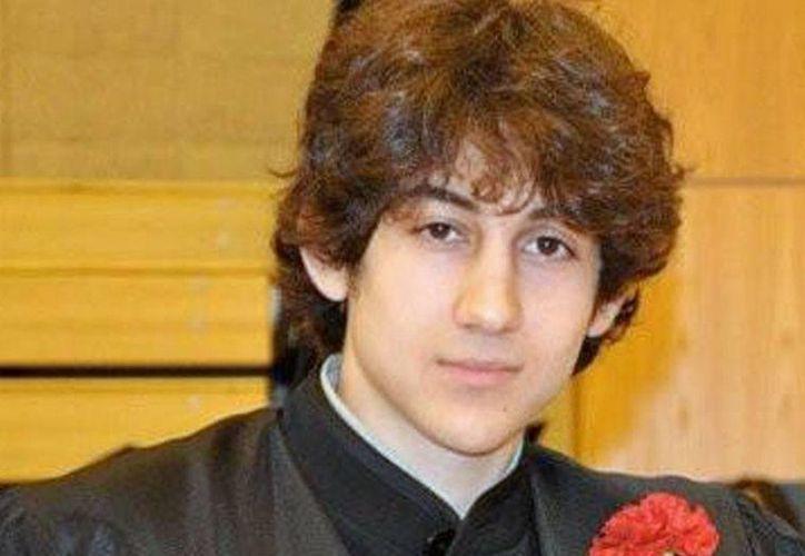 Fotografía sin fecha proporcionada por Robin Young de Dzhokhar A. Tsarnaev, posa para una foto después de graduarse de Cambridge Rindge y High School América. (Agencias)