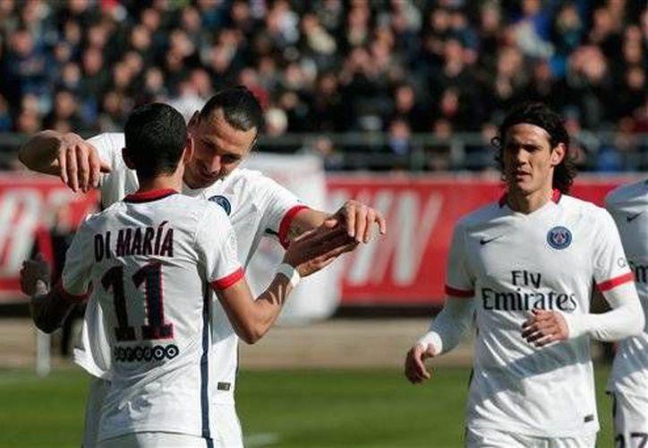 Zlatan Ibrahimovic celebra con sus compañeros la conquista del tetracampeonato de la Liga Francesa de Futbol. (AP)