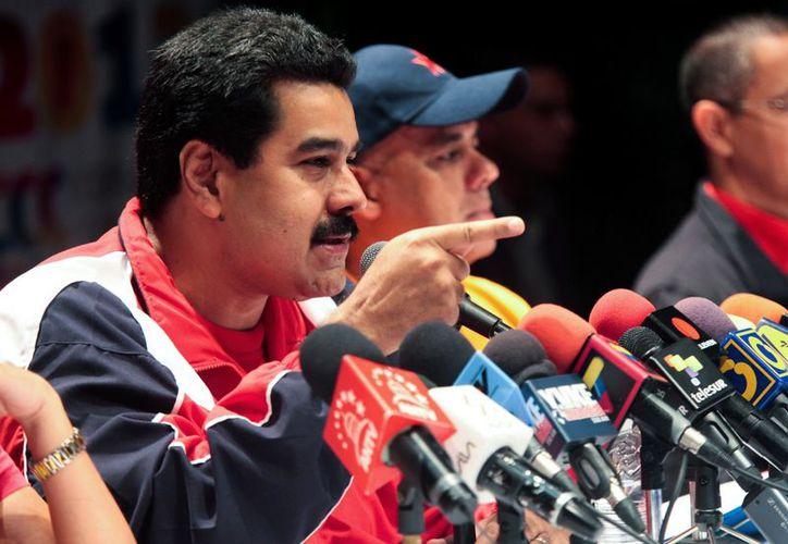 El vicepresidente Nicolás Maduro ofrece una conferencia de prensa en Caracas el 16 de diciembre de 2012. (Agencias)
