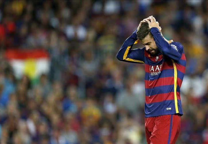 Gerard Piqué durante el partido donde fue expulsado, en el empate del Barcelona en la Supercopa de España ante el Atlhetic. El español busca que su castigo sea reducido. (Archivo EFE)
