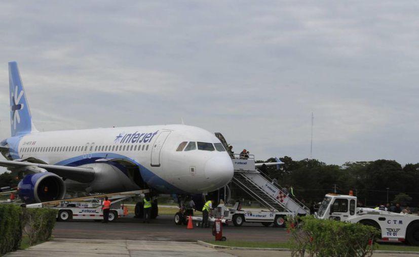 En el 2015, el aeropuerto de Chetumal registró una afluencia de 179 mil 377 pasajeros. (Ángel Castilla/SIPSE)