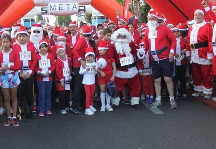 La carrera familiar  Santa Claus Run se efectuó sobre el remodelado Paseo de Montejo. (Milenio Novedades)