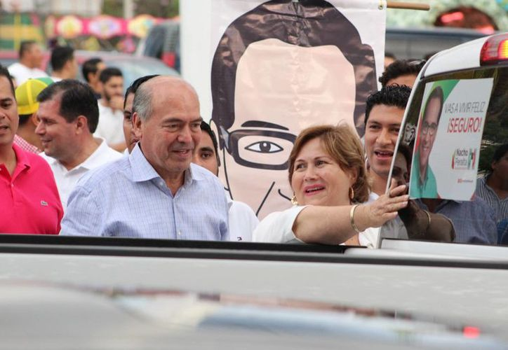 Arnoldo Ochoa González ha ostentado diversos cargos estatales como secretario general de Gobierno en dos ocasiones, diputado federal y gobernador interino de Colima en el año 2005. (colimaaldia.com)