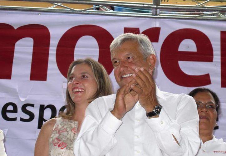 Andrés Manuel López Obrador inició su carrera política en 1976, cuando apoyó la candidatura del poeta Carlos Pellicer para el Senado. (facebook.com/lopezobrador.org.mx)