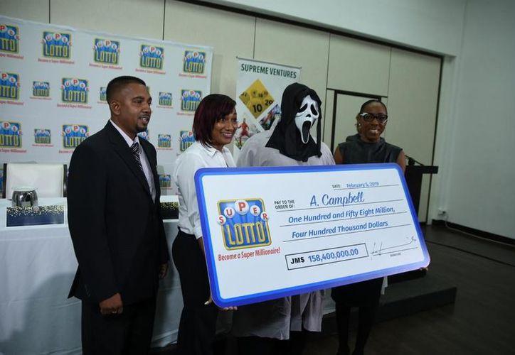 El hombre identificado como A. Campbell ganó 1,17 millones de dólares. (supremeventures.com)