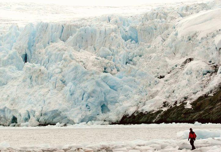 Los glaciares proveen cerca del 30% del agua dulce que se abastece en la región. (EFE)